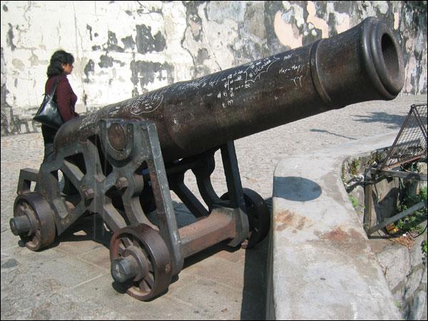 モンテの砦にある大砲の雄姿 マ...